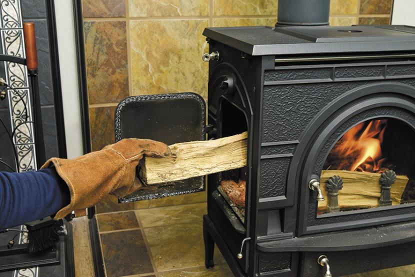 シンプルな中に極意あり! 薪ストーブの上手な焚き方【その1】