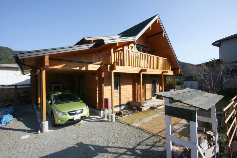 折れ屋根スタイルの家